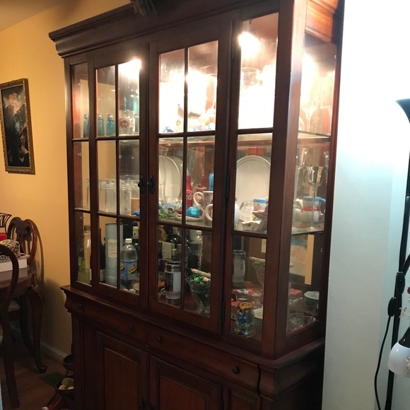 Surprising Raymour Flanigan 2 Pc China Cabinet W Lightning Download Free Architecture Designs Intelgarnamadebymaigaardcom
